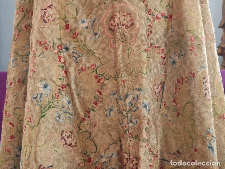 Antigüedades: Capa pluvial confeccionada en seda espolinada y brocada. España, siglo XVIII. - Foto 24 - 288574503