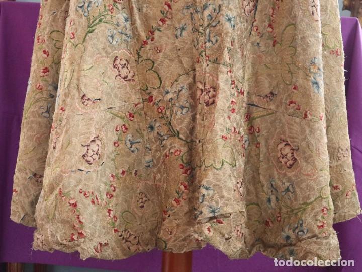 Antigüedades: Capa pluvial confeccionada en seda espolinada y brocada. España, siglo XVIII. - Foto 25 - 288574503