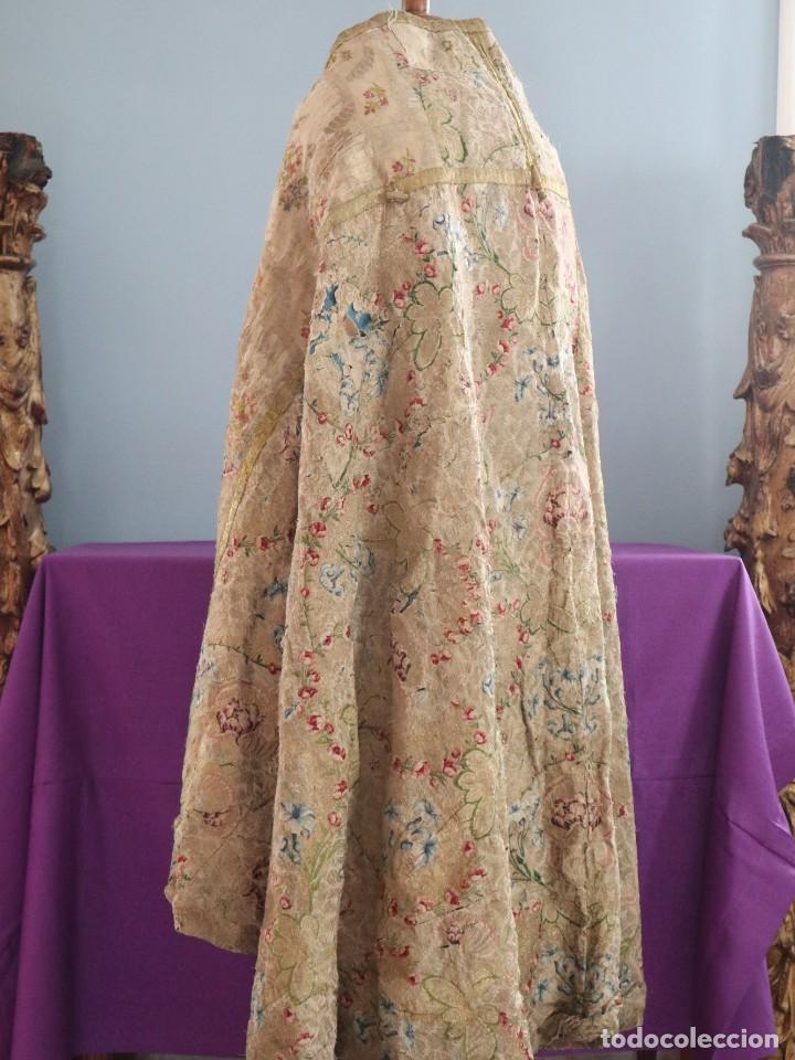 Antigüedades: Capa pluvial confeccionada en seda espolinada y brocada. España, siglo XVIII. - Foto 26 - 288574503
