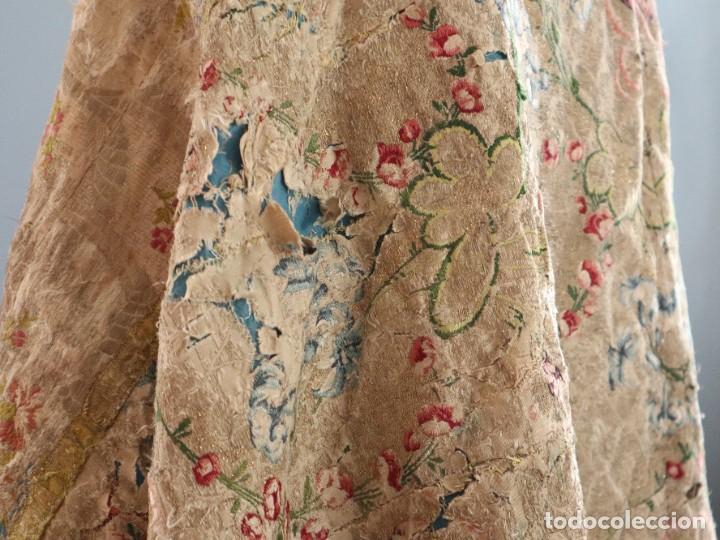 Antigüedades: Capa pluvial confeccionada en seda espolinada y brocada. España, siglo XVIII. - Foto 27 - 288574503