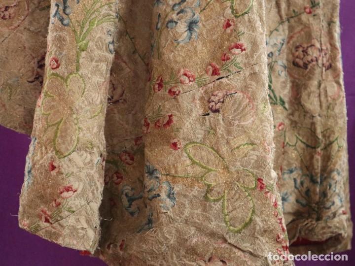 Antigüedades: Capa pluvial confeccionada en seda espolinada y brocada. España, siglo XVIII. - Foto 28 - 288574503