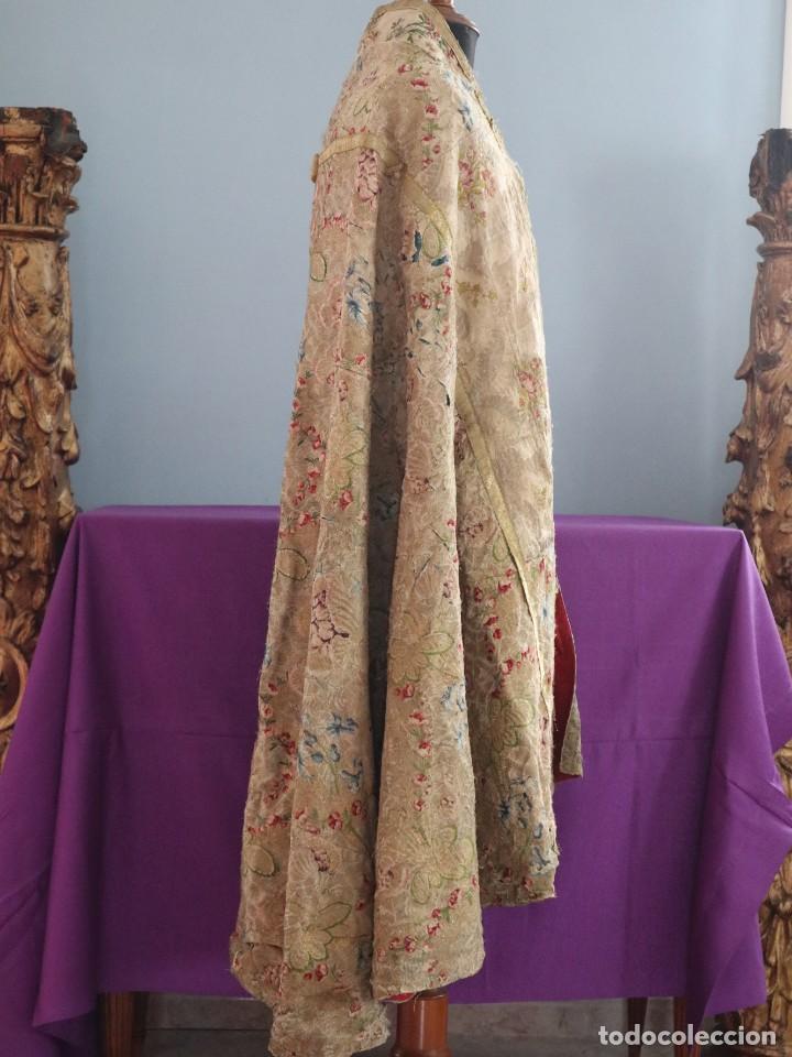 Antigüedades: Capa pluvial confeccionada en seda espolinada y brocada. España, siglo XVIII. - Foto 29 - 288574503