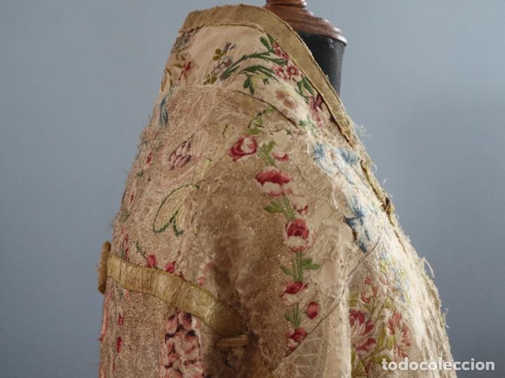 Antigüedades: Capa pluvial confeccionada en seda espolinada y brocada. España, siglo XVIII. - Foto 30 - 288574503