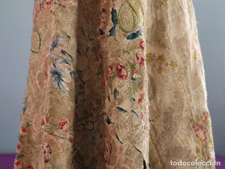 Antigüedades: Capa pluvial confeccionada en seda espolinada y brocada. España, siglo XVIII. - Foto 31 - 288574503
