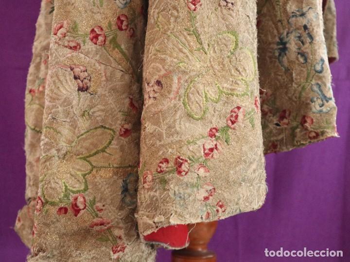 Antigüedades: Capa pluvial confeccionada en seda espolinada y brocada. España, siglo XVIII. - Foto 32 - 288574503