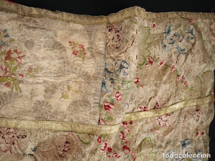 Antigüedades: Capa pluvial confeccionada en seda espolinada y brocada. España, siglo XVIII. - Foto 35 - 288574503