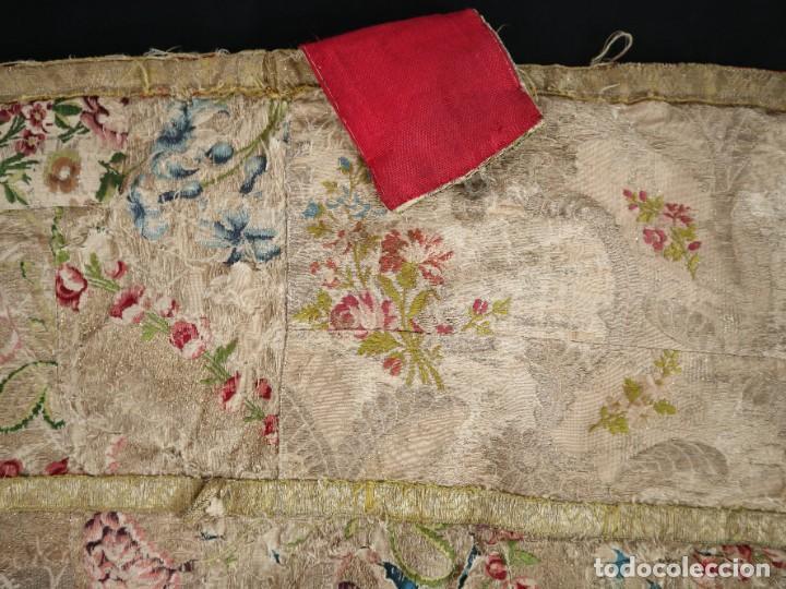 Antigüedades: Capa pluvial confeccionada en seda espolinada y brocada. España, siglo XVIII. - Foto 36 - 288574503