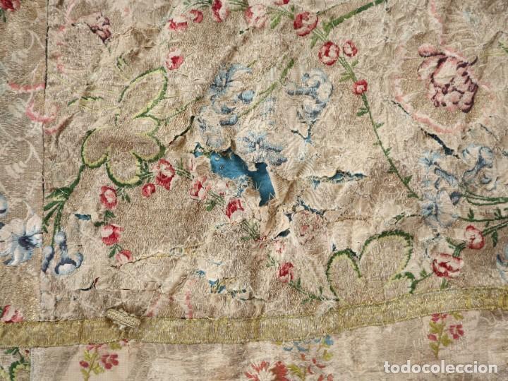 Antigüedades: Capa pluvial confeccionada en seda espolinada y brocada. España, siglo XVIII. - Foto 37 - 288574503
