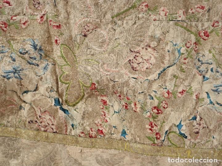 Antigüedades: Capa pluvial confeccionada en seda espolinada y brocada. España, siglo XVIII. - Foto 38 - 288574503