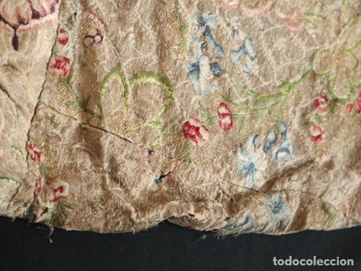 Antigüedades: Capa pluvial confeccionada en seda espolinada y brocada. España, siglo XVIII. - Foto 40 - 288574503