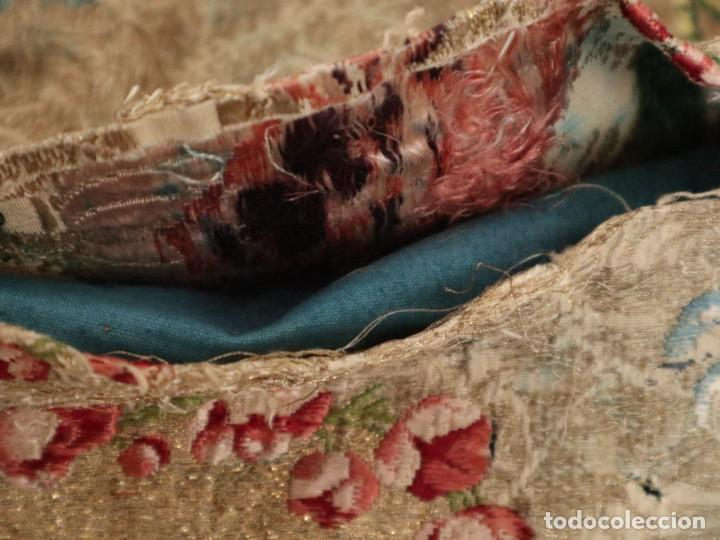 Antigüedades: Capa pluvial confeccionada en seda espolinada y brocada. España, siglo XVIII. - Foto 42 - 288574503