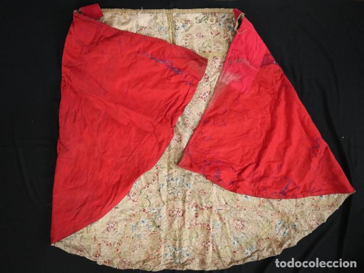 Antigüedades: Capa pluvial confeccionada en seda espolinada y brocada. España, siglo XVIII. - Foto 43 - 288574503