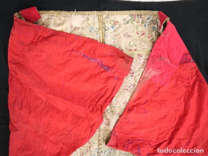 Antigüedades: Capa pluvial confeccionada en seda espolinada y brocada. España, siglo XVIII. - Foto 44 - 288574503