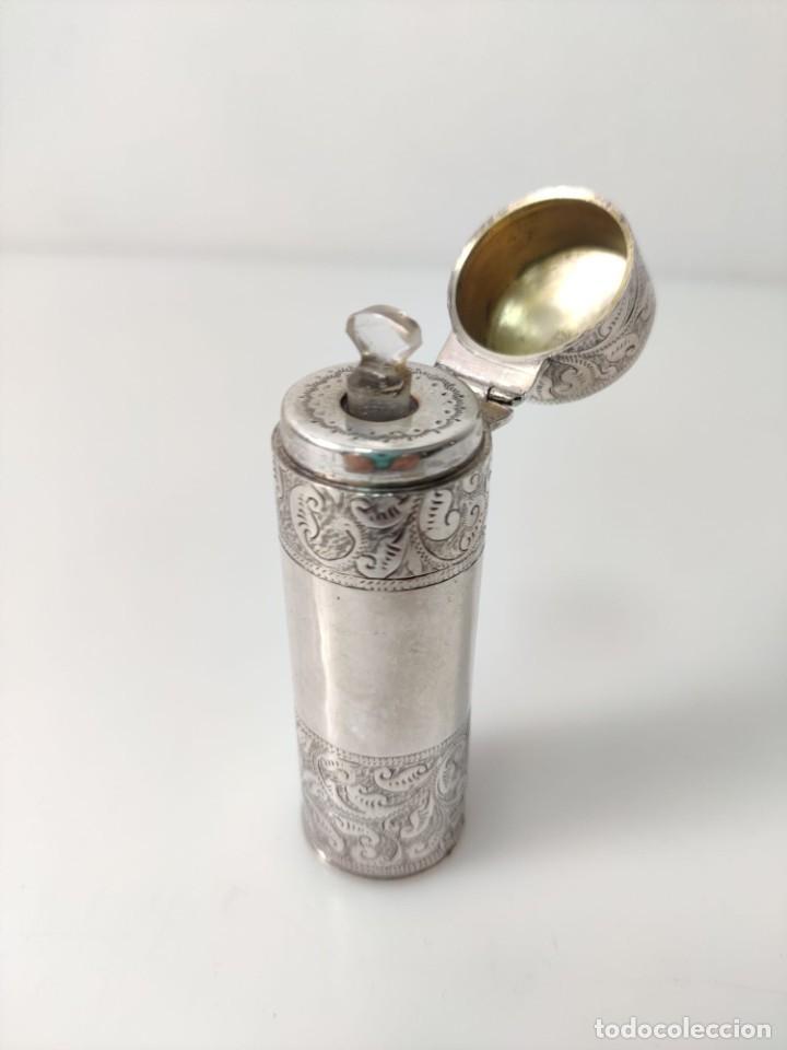 Antigüedades: Antiguo perfumero frasco de plata para perfume, tapón original en cristal 1900s - Foto 4 - 288587283