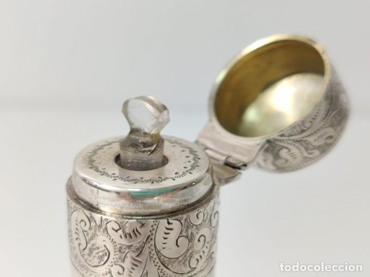 Antigüedades: Antiguo perfumero frasco de plata para perfume, tapón original en cristal 1900s - Foto 5 - 288587283