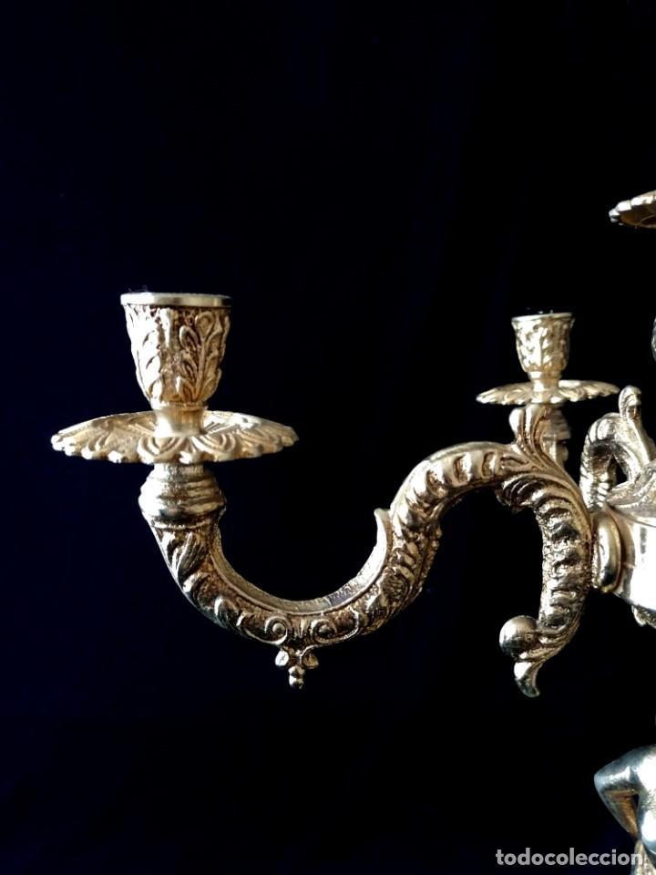 Antigüedades: Antiguos candelabros en bronce dorado con decoración de una mujer. Mediados Siglo XX - Foto 4 - 288603403