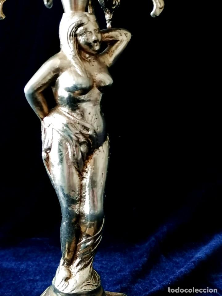 Antigüedades: Antiguos candelabros en bronce dorado con decoración de una mujer. Mediados Siglo XX - Foto 10 - 288603403