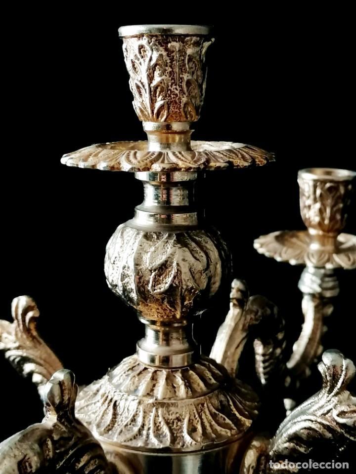 Antigüedades: Antiguos candelabros en bronce dorado con decoración de una mujer. Mediados Siglo XX - Foto 12 - 288603403