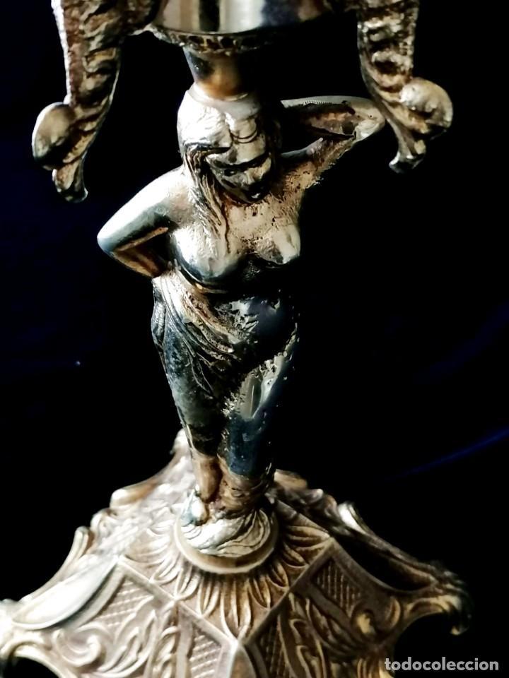 Antigüedades: Antiguos candelabros en bronce dorado con decoración de una mujer. Mediados Siglo XX - Foto 14 - 288603403
