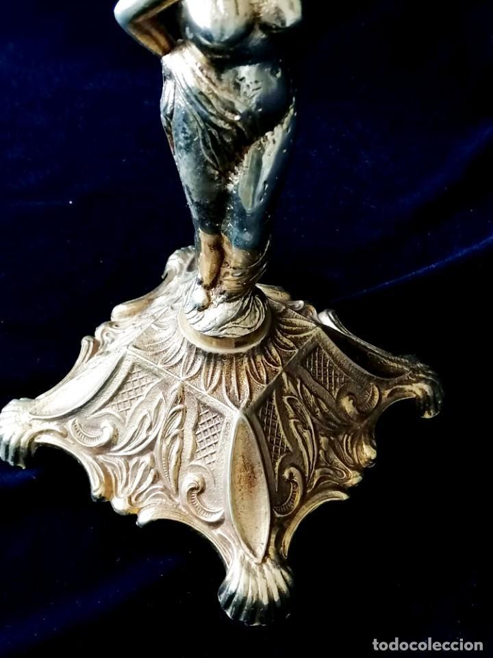 Antigüedades: Antiguos candelabros en bronce dorado con decoración de una mujer. Mediados Siglo XX - Foto 15 - 288603403