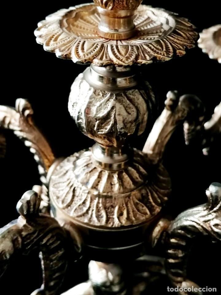 Antigüedades: Antiguos candelabros en bronce dorado con decoración de una mujer. Mediados Siglo XX - Foto 17 - 288603403