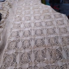 Antigüedades: COLCHA HECHA A MANO DE GANCHILLO.. Lote 288643258