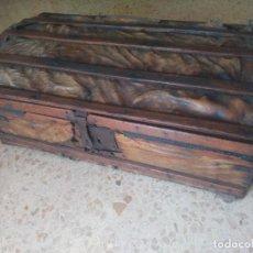 Antigüedades: IMPRESIONANTE - ARCA BAÚL ARCÓN - ENCORADO, CON TODOS SUS HIERROS DE ORIGEN - S. XVIII - UNA PASADA. Lote 288651613