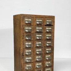 Antigüedades: CURIOSO MUEBLE TARJETERO INDUSTRIAL - MADERA DE PINO. Lote 288658423