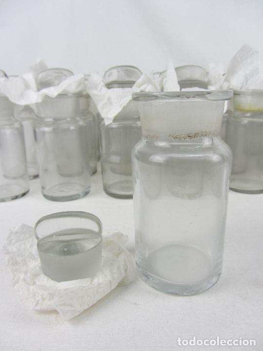 Antigüedades: Lote de 52 frascos de farmacia en vidrio transparente, final siglo XIX, principio del XX - Foto 7 - 288683743