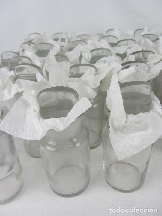 Antigüedades: Lote de 52 frascos de farmacia en vidrio transparente, final siglo XIX, principio del XX - Foto 11 - 288683743