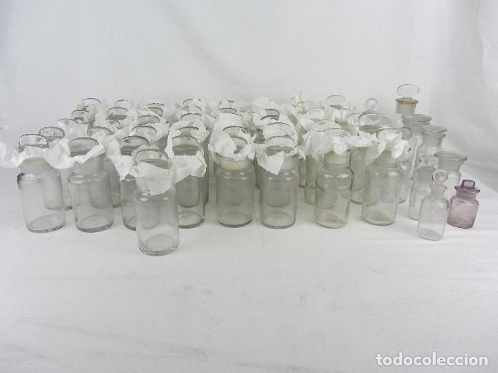 LOTE DE 52 FRASCOS DE FARMACIA EN VIDRIO TRANSPARENTE, FINAL SIGLO XIX, PRINCIPIO DEL XX (Antigüedades - Cristal y Vidrio - Farmacia )