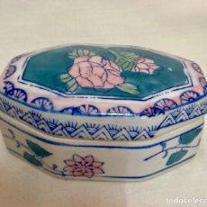 Antigüedades: PRECIOSA CAJA DE PORCELANA CHINA. Lote 288702773