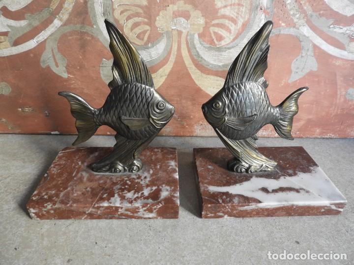 Antigüedades: APOYALIBROS CON FIGURAS DE PECES SOBRE MARMOL - Foto 2 - 288731148