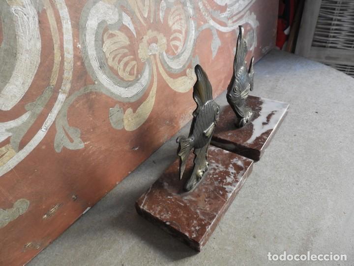 Antigüedades: APOYALIBROS CON FIGURAS DE PECES SOBRE MARMOL - Foto 3 - 288731148