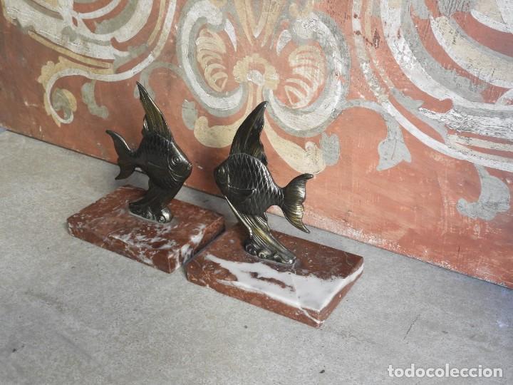 Antigüedades: APOYALIBROS CON FIGURAS DE PECES SOBRE MARMOL - Foto 4 - 288731148