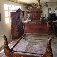 Antigüedades: CAMA DE MATRIMONIO. MADERA TROPICAL CON MARQUETERIA. ESTILO FERNANDINO. SIGLO XIX. Lote 288479483