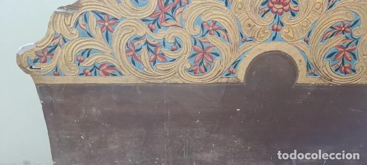 Antigüedades: CAMA OLOTINA CON LA VIRGEN DEL CARMEN. MADERA TALLADA Y POLICROMADA. SIGLO XVIII. - Foto 9 - 288916953