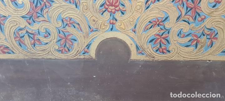 Antigüedades: CAMA OLOTINA CON LA VIRGEN DEL CARMEN. MADERA TALLADA Y POLICROMADA. SIGLO XVIII. - Foto 10 - 288916953