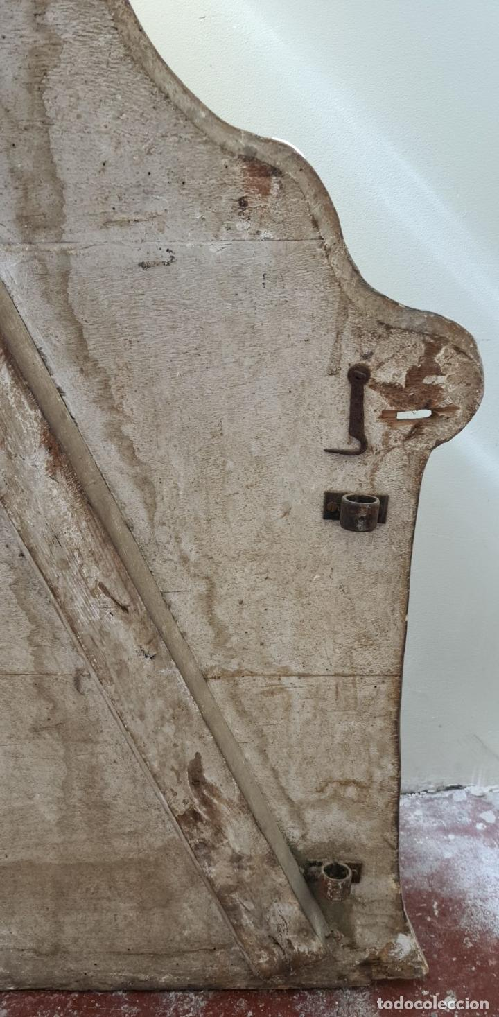 Antigüedades: CAMA OLOTINA CON LA VIRGEN DEL CARMEN. MADERA TALLADA Y POLICROMADA. SIGLO XVIII. - Foto 31 - 288916953