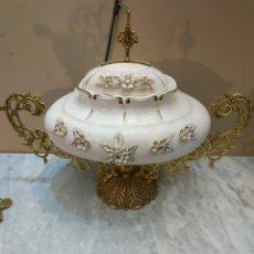 Antigüedades: JARRON O SOPERA DE PORCELANA Y BRONCE. Lote 288942698