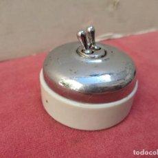 Antigüedades: ANTIGUO INTERRUPTOR DOBLE DE CERAMICA Y METAL. Lote 288943788
