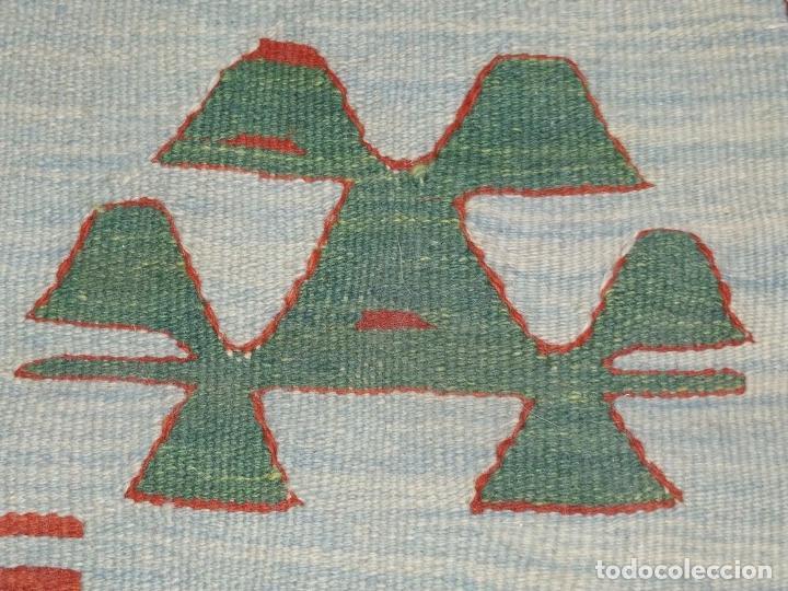 Antigüedades: ALFOMBRA KILIM. LANA TEJIDA A MANO. 95X108 CM. TURQUIA (?). CIRCA 1970 - Foto 4 - 288944783