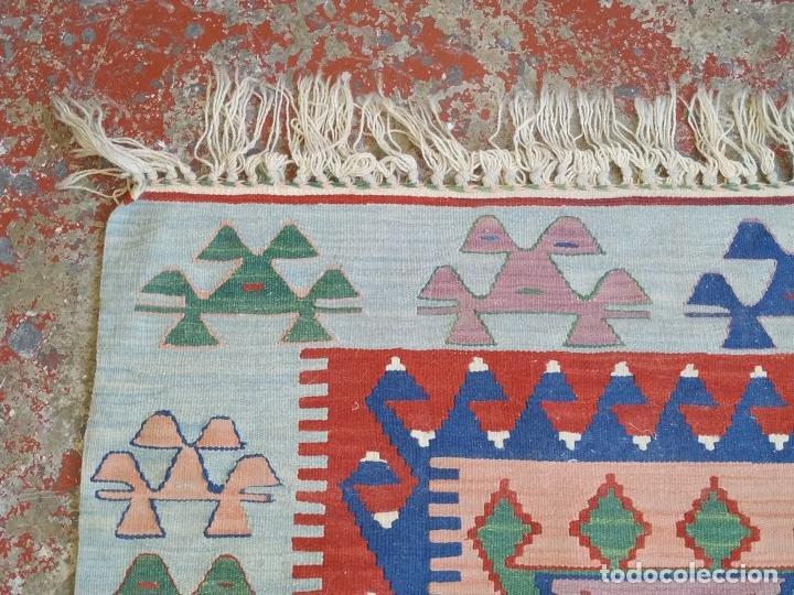 Antigüedades: ALFOMBRA KILIM. LANA TEJIDA A MANO. 95X108 CM. TURQUIA (?). CIRCA 1970 - Foto 17 - 288944783