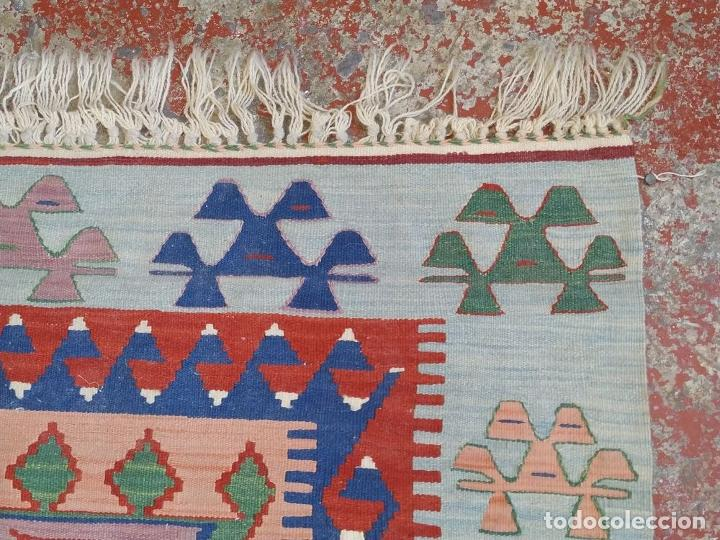 Antigüedades: ALFOMBRA KILIM. LANA TEJIDA A MANO. 95X108 CM. TURQUIA (?). CIRCA 1970 - Foto 20 - 288944783