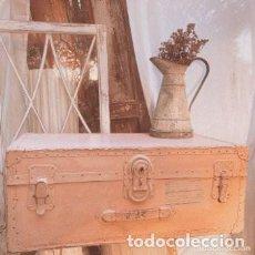 Antigüedades: GRAN BAGUL ANTIGUO DE TONO ROSADO NUDE ANTIQUE UNIQUE. Lote 288967338