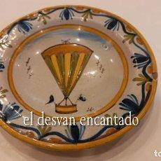 Antigüedades: PLATO DE CERÁMICA PEQUEÑO. PROBABLEMENTE TALAVERA. ILUSTRACIÓN DE GLOBO AEROSTÁTICO. Lote 288980978