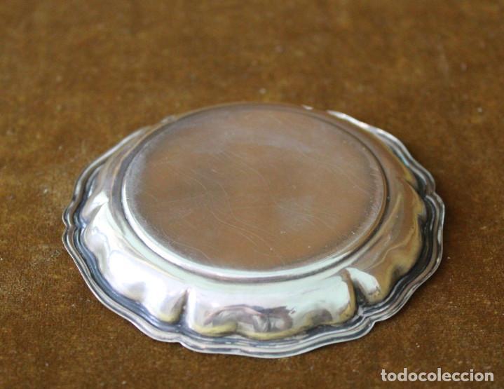Antigüedades: Pequeña bandeja de metal plateado. - Foto 2 - 288999863