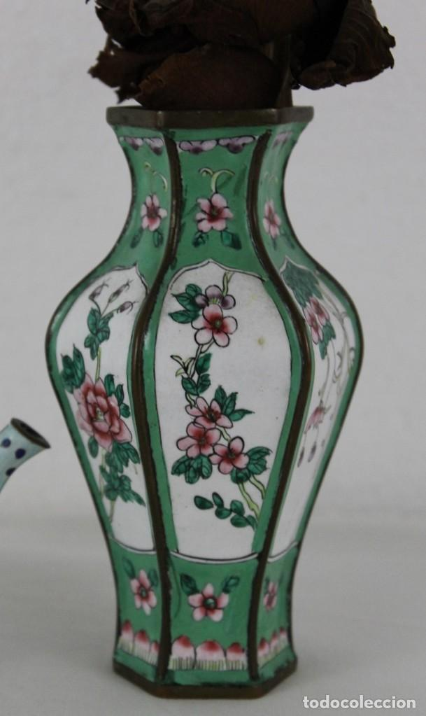 Antigüedades: Jarrón y tetera chinos en metal pintado a mano. Mediados del siglo XX - Foto 3 - 289219713