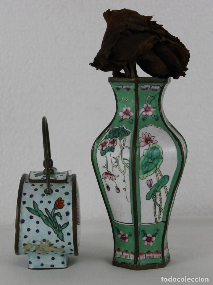 Antigüedades: Jarrón y tetera chinos en metal pintado a mano. Mediados del siglo XX - Foto 4 - 289219713