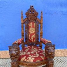 Antigüedades: SILLÓN CASTELLANO EN NOGAL TALLADO. Lote 289231568